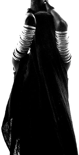 -black-veiled-orma-woman